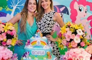 Grazi Massafera e Cauã Reymond fazem festa de 'Meu Pequeno Pônei' para a filha
