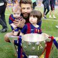 Gerard Piqué comemorou com os filhos a conquista do campeonato espanhol pelo Barcelona no último sábado, 23 de maio de 2015