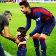 Milan, filho mais velho e Shakira e Gerard Piqué, entrou com o pai no campo e fez um gol após a partida