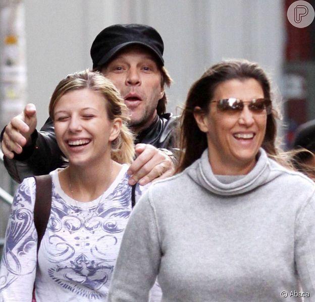 Jon Bon Jovi brinca com a filha Stephanie, de 19 anos, em setembro de 2009