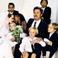 Brad Pitt e Angelina Jolie têm seis filhos juntos: Shiloh, de 9 anos, Vivienne de 6; Pax, de 11; Maddox, de 13; Knox de 6 e Zahara, de 10. O casal pretende adotar mais uma menininha, da Síria