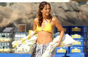 Camila Pitanga mostra barriga sequinha em gravação de 'Babilônia' na praia