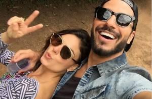 Isis Valverde publica foto com Uriel Del Toro e afasta rumores de separação