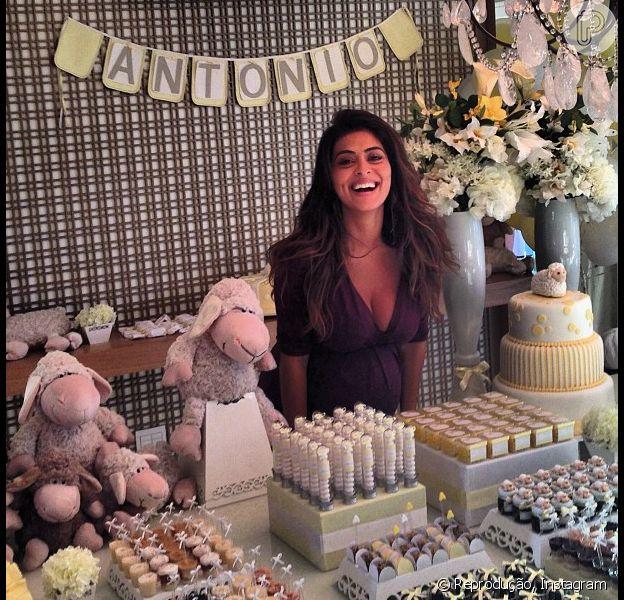 Juliana Paes posa com os doces e o bolo do chá de bebê de Antônio, o segundo filho da atriz que deve nascer nas próximas semanas, em 9 de junho de 2013