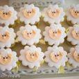 Os cupcakes foram decorados com desenhos de ovelhas