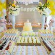 Para receber seus convidados, Juliana Paes preparou uma enorme mesa de doces