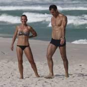 Aos 45 anos, Carla Marins exibe corpo definido: 'Um marido personal ajuda muito'