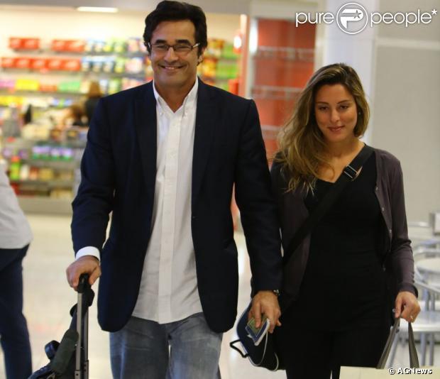 Luciano Szafir e Luhanna Melloni esperam um menino. A apresentadora está grávida de quatro meses e foi flagrada acompanhada do ator nesta terça-feira, 11 de junho de 2013
