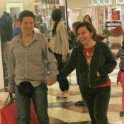 Dispensada da TV Globo, Claudia Rodrigues se recupera de surto e vai às compras