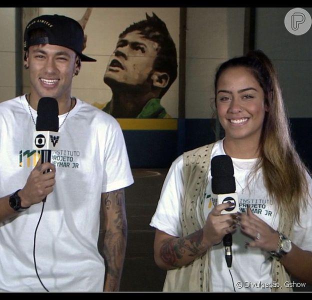 """Neymar e Rafaella Santos comentaram sobre a relacionamento carinhosa que mantém um com o outro. """"A gente se ama"""", disse a blogueira em entrevista ao programa 'Altas Horas'"""