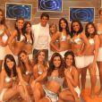Marcio Garcia posa ao lado das bailarinas do 'O Melhor do Brasil', programa que comandou até 2008