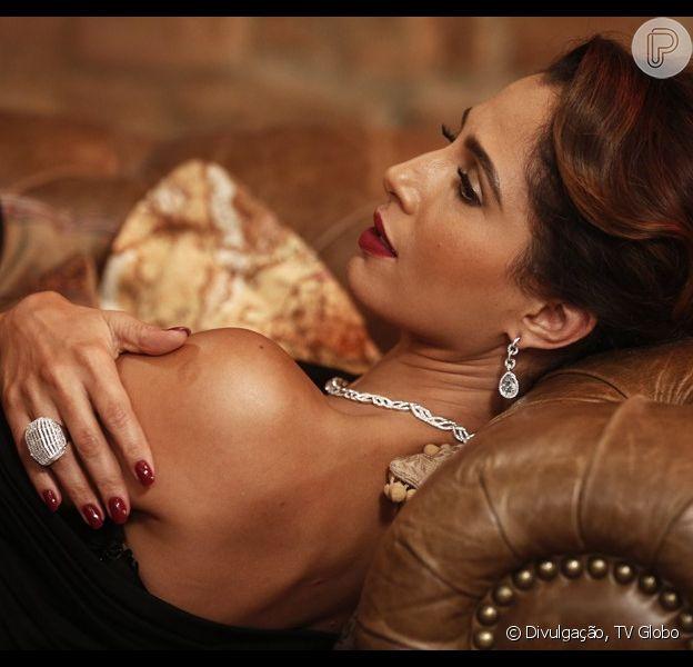Regina (Camila Pitanga) vai fazer o seu primeiro trabalho como modelo no capítulo da novela 'Babilônia' que vai ao ar nesta terça-feira, 14 de julho de 2015