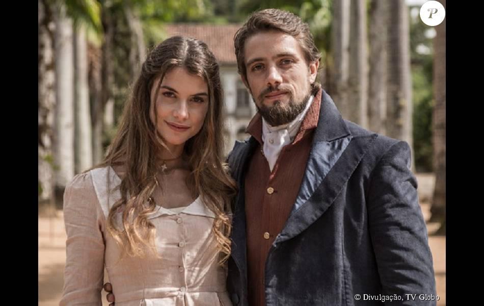 A novela 'Além do Tempo' estreou na segunda-feira, 13 de julho de 2015, e segundo o colunista de TV Daniel Castro marcou a melhor audiência do horário nos últimos 2 anos
