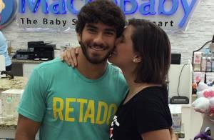 Grávida, Deborah Secco fecha loja nos EUA para comprar enxoval da primeira filha