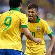 Bruna Marquezine namora o jogador Neymar
