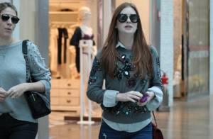 1029dfc2f5a28 Estilosa, Marina Ruy Barbosa passeia em shopping com bolsa de R  14 mil