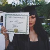 Com relógio Rolex de R$ 100 mil, Kylie Jenner comemora formatura com Kardashians