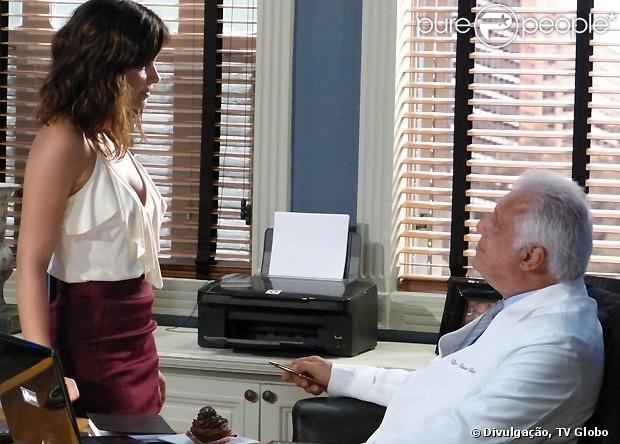 Durante uma conversa, Aline (Vanessa Giácomo) diz que Félix (Mateus Solano) é gay e, irritado, César (Antonio Fagundes) garante que o filho é heterossexual, em 'Amor à Vida', em 2 de julho de 2013