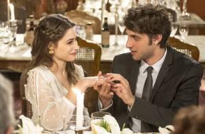 Novela 'Babilônia': Laís fica noiva de Rafael diante da imprensa. Veja fotos!