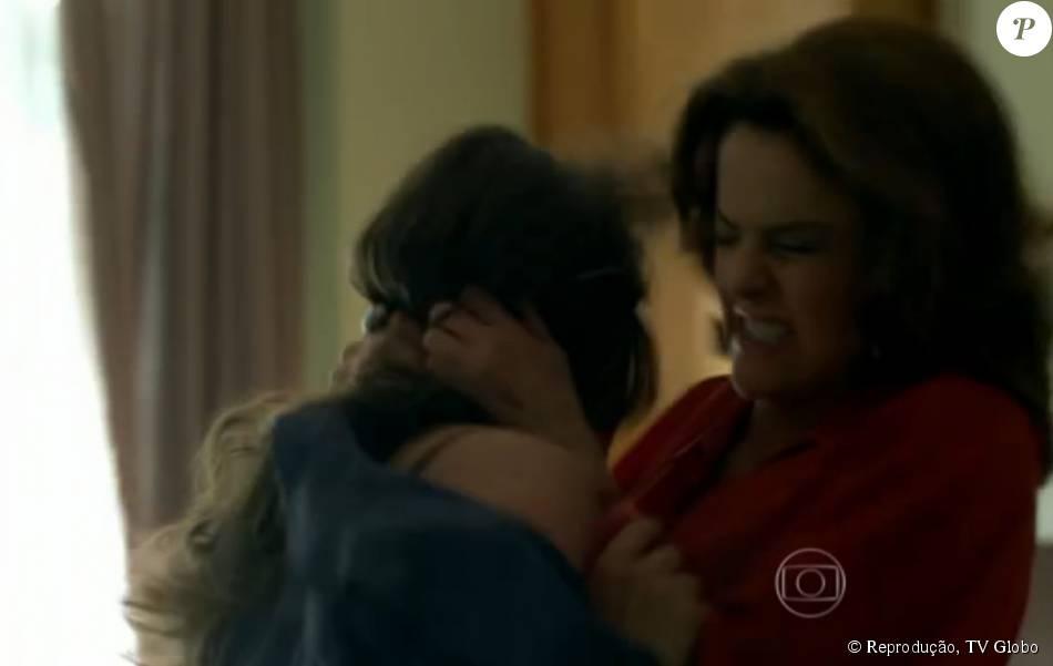 Giovanna (Agatha Moreira) e Fanny (Marieta Severo) se atracaram no capítulo de 'Verdades Secretas' que foi ao ar na noite de terça-feira, 28 de julho de 2015