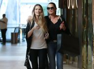 Yasmin e Luiza Brunet fazem compras de beleza e se divertem com paparazzo