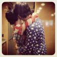 Katy Perry publicou uma foto abraçada a John Mayer no feriado da independência dos Estados Unidos, mostrando que retomaram o namoro, na noite desta quinta-feira, 4 de julho de 2013