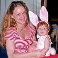 Marina Ruy Barbosa posa na infância vestida de coelhinha