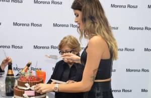 Isabeli Fontana ganha bolo de aniversário em evento e devora chocolate