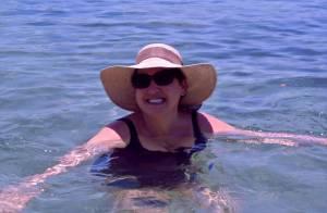 Claudia Jimenez mostra nova silhueta, com 10 kg a menos, em praia de Búzios
