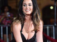 Katy Perry aposta em decote e pernas à mostra para première de filme nos EUA