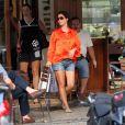 Ainda não aparentado estar grávida, a aniversariante saiu de um restaurante no Leblon, Zona Sul do Rio, em fevereiro, com uma barriguinha bastante discreta