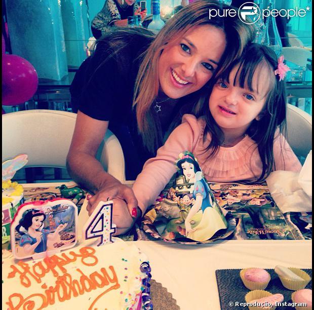Rafaella Justus faz 4 anos e ganha festinha da Branca de Neve em Miami, nos Estados Unidos. Ticiane Pinheiro publicou a foto no Instagram em 22 de julho de 2013