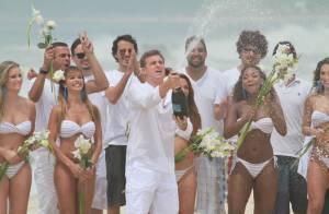 Luciano Huck entra no mar do Rio com roupa para gravação de seu 'Caldeirão'