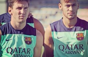 Neymar se apresenta ao Barcelona e é assediado por fãs durante treino