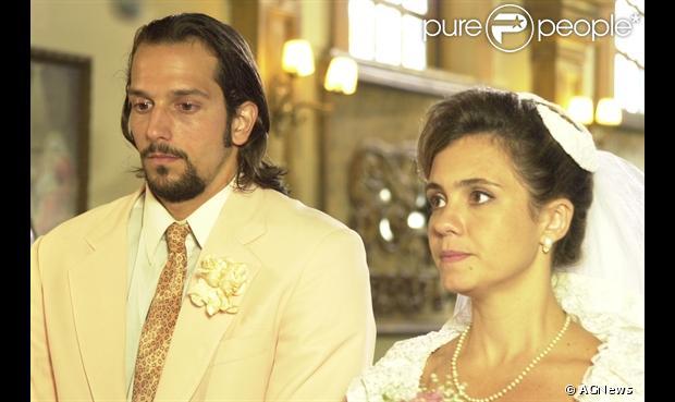 Antes de começar a namorar, Vladimir Brichta e Adriana Esteves já haviam se casado na TV na novela 'Kubanacan', em 2003, na Globo