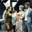 Cassia Kis se despede das gravações da novela 'A Regra do Jogo' em clima de risos e lágrimas com o elenco da trama