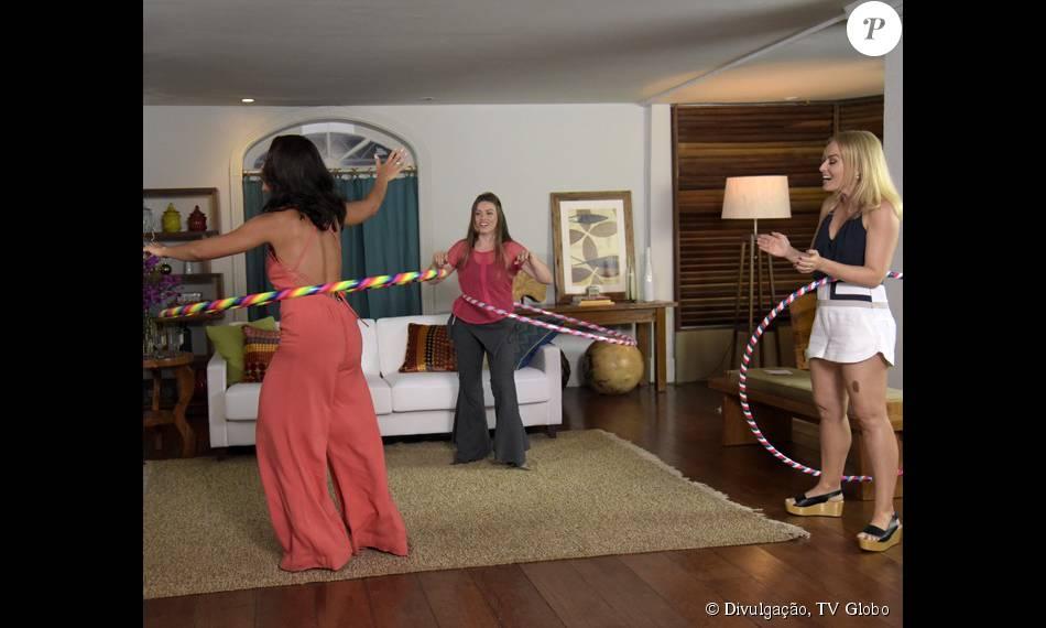 Juliana Paes arrasa rodando bambolê com Angélica
