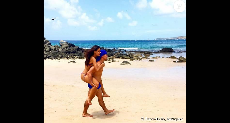 Paloma Bernardi e Thiago Martins curtem dias de férias em Fernando de Noronha