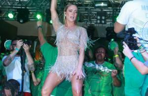 Claudia Leitte aposta em look com franjas e cai no samba em evento na Mocidade