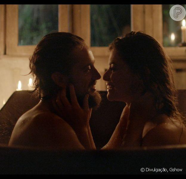 Felipe e Lívia terão sua primeira noite de amor no próximo capítulo de 'Além do Tempo', que vai ao ar nesta segunda-feira, 19 de outubro de 2015