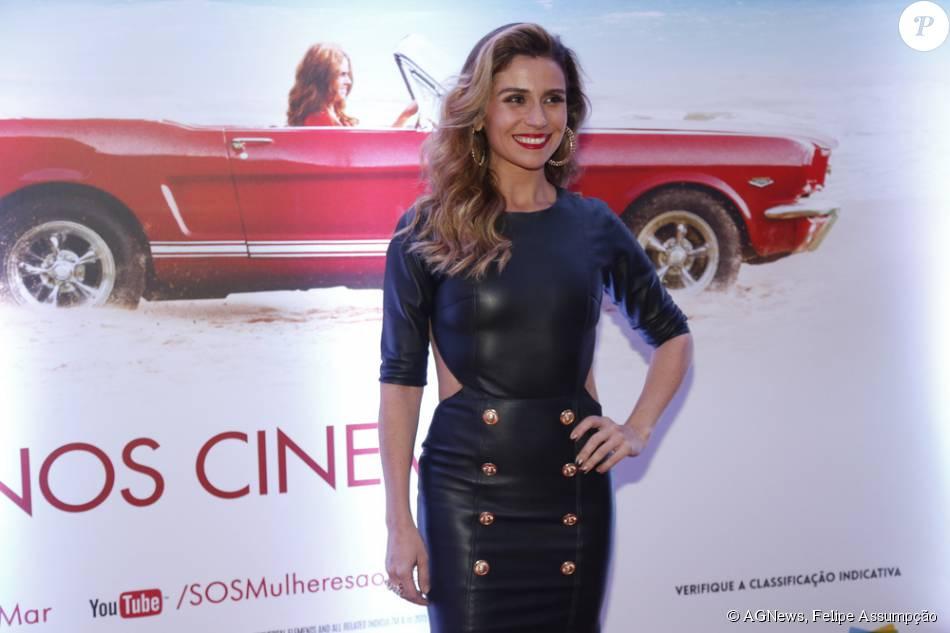 Giovanna Antonelli apostou em um vestido de couro justíssimo para prestigiar a pré-estreia de 'SOS Mulheres ao Mar 2', nesta segunda-feira, 19 de outubro de 2015