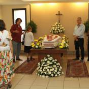 Famosos vão à cremação de Yoná Magalhães no Memorial do Carmo, no Rio