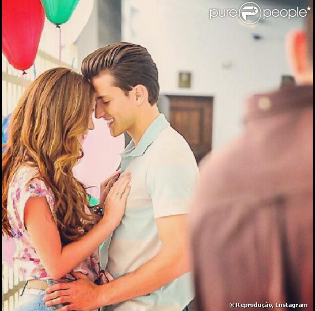 Klebber Toledo e Marina Ruy Barbosa aparecem juntinhos am foto postada no Instagram do ator em 12 de dezembro de 2012