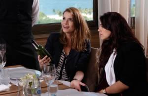Novela 'Além do Tempo': Lívia prova vinho feito por Felipe e fica encantada