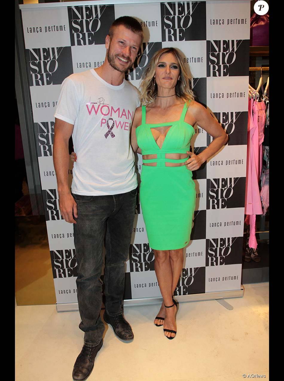 Direto da São Paulo Fashion Week, Fernanda Lima falou com a maior naturalidade que troca fotos nuas com o marido, o modelo Rodrigo Hilbert. 'Isso é normal', se jusficou a apresentadora nesta quinta, 22 de outubro de 2015
