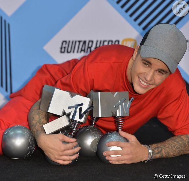 Justin Bieber leva cinco troféus e é o grande vencedor do EMA, neste domingo, 25 de outubro de 2015