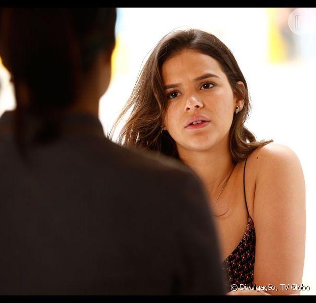 Mari (Bruna Marquezine) comena com Benjamin (Maurício Destri) sua suspeita de que Soraya (Leticia Spiller) tenha herdado geneticamente a doença da mãe, em 2 de novembro de 2015, na novela 'I Love Paraisópolis'