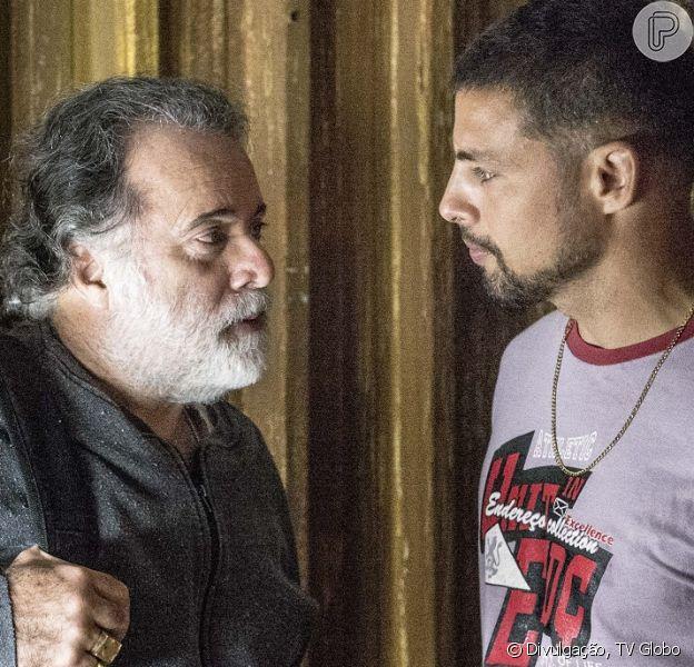 Juliano (Cauã Reymond) conclui que Zé Maria (Tony Ramos) é da facção, em 2 de novembro de 2015, na novela 'A Regra do Jogo'