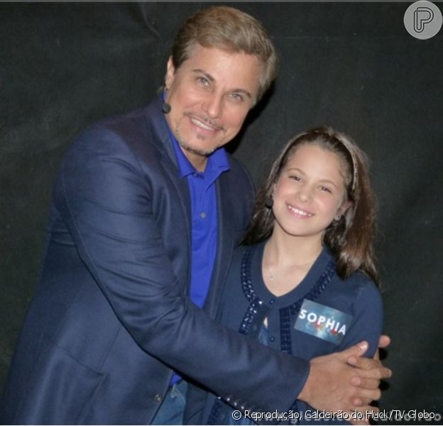 Edson Celulari e a filha caçula, Sophia, posam nos bastidores do 'Caldeirão do Huck'. O programa vai ao ar no próximo sábado, dia 10 de agosto de 2013