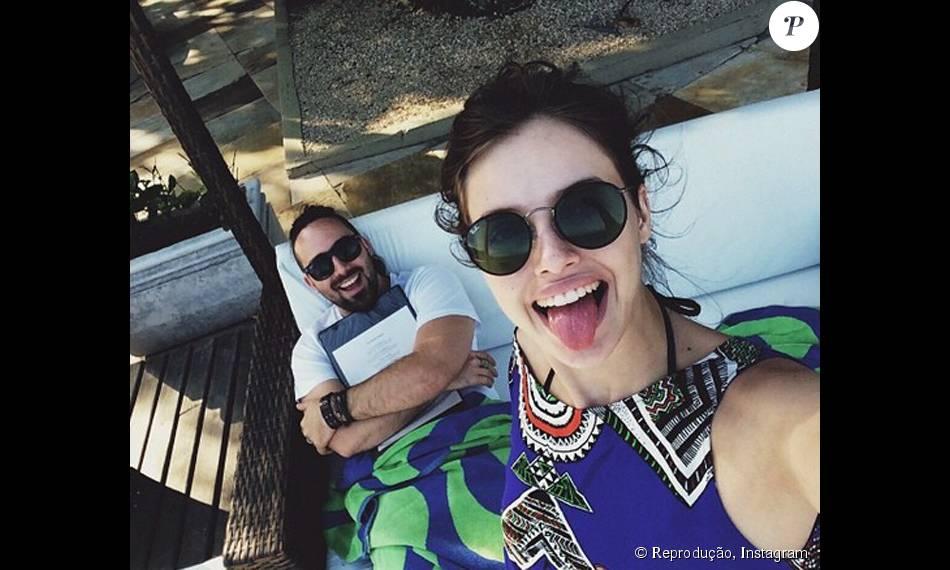 Agatha Moreira diz que não faz charme. 'Fui eu que pedi em namoro', declarou atriz, que comemora 3 anos de namoro com o cineasta Pedro Nicoll